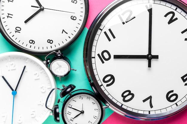 Wiele różnych zegarów