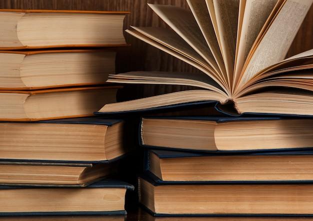 Wiele starych książek