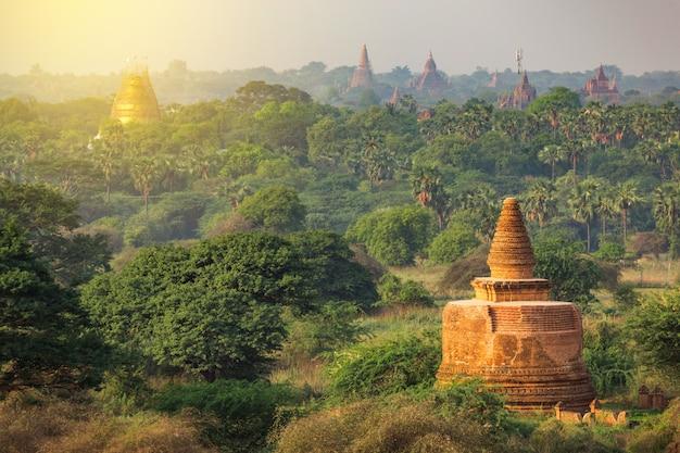 Wiele świątyń bagan w myanmar