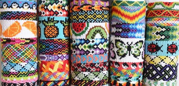 Wiele wiązanych tkanych bransoletek przyjaźni diy ręcznie robionych z nici do haftu