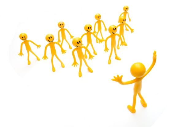 Wiele żółte szmaciane lalki