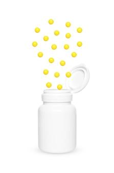 Wiele żółtych tabletek kwasu askorbinowego wylatuje z białego słoika na białym tle.