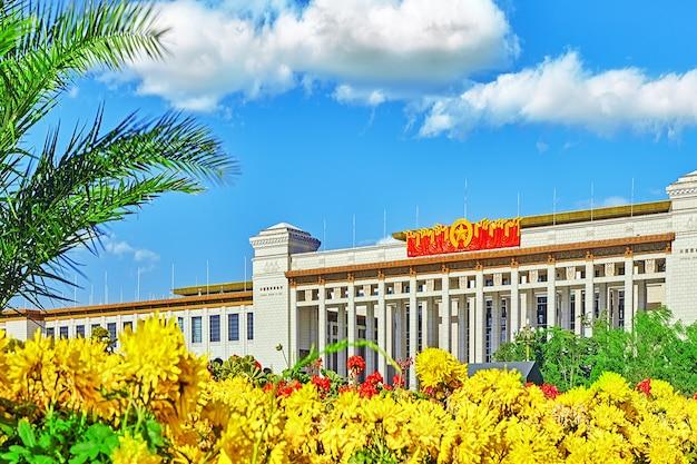Wielka sala ludowa (muzeum narodowe chin) na placu tiananmen, pekin. chiny.