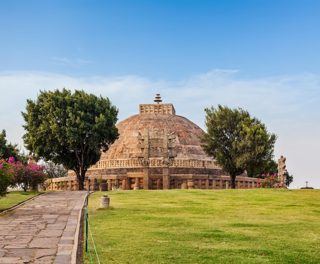 Wielka stupa. sanchi, madhya pradesh, indie