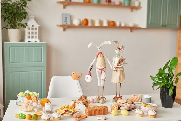 Wielkanocna dekoracja na stole
