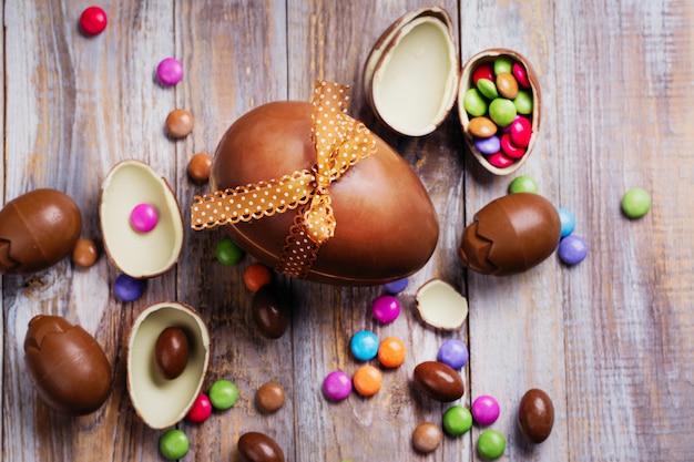 Wielkanocne czekoladowe jajko tło