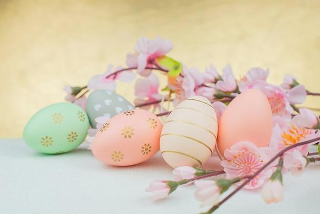 Wielkanocne dekoracje jajka z wzorem
