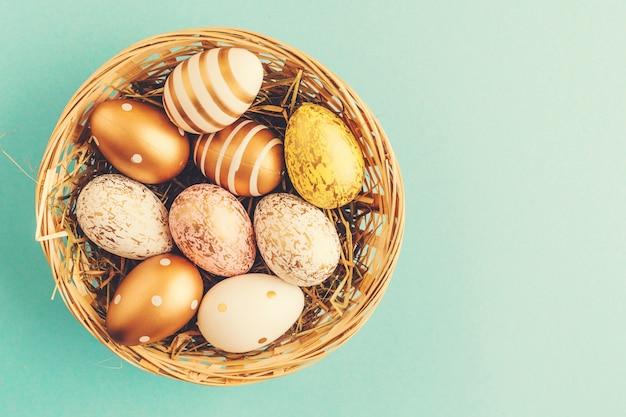 Wielkanocne mieszkanie lay jaj w gnieździe