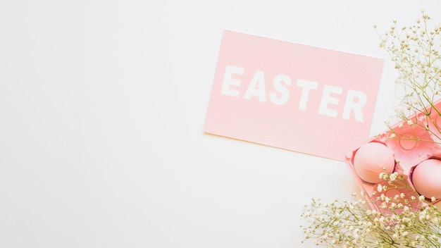 Wielkanocny papier i jajka z kwiatami