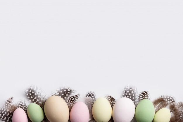 Wielkanocny skład na białym backgrount
