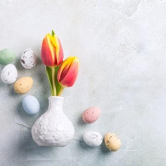 Wielkanocny skład z wiosna tulipanami