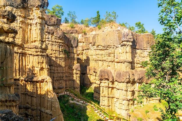 Wielki kanion chiang mai lub pha chor w parku narodowym mae wang, chiang mai, tajlandia