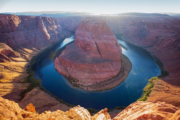 Wielki kanion, glen canyon, arizona. chwila zachodu słońca w horseshoe bend grand canyon national park.