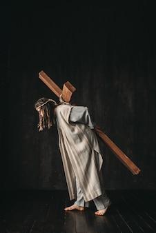 Wielki męczennik z krzyżem na czarnym tle