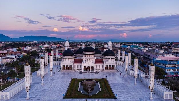 Wielki meczet baiturrahmana zabytkowy meczet w prowincji aceh