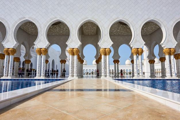 Wielki meczet szejka zayeda w abu dhabi