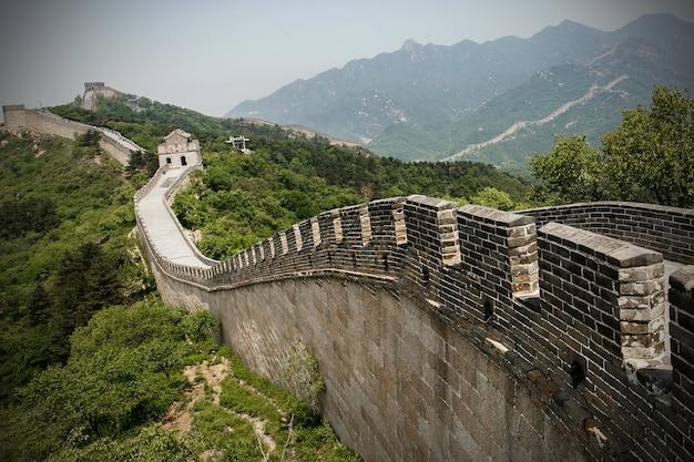 Wielki mur chiński na wiosnę. w pobliżu pekinu