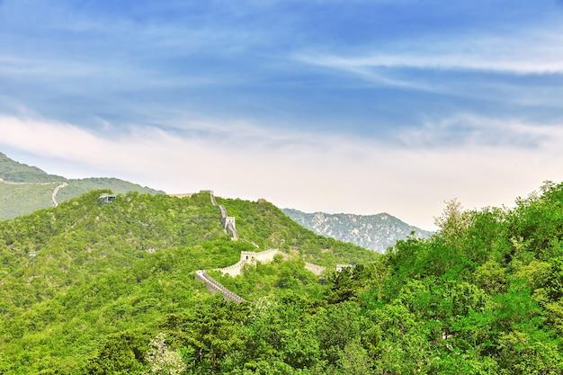 """Wielki mur chiński, odcinek """"mitianyu"""". przedmieścia pekinu."""