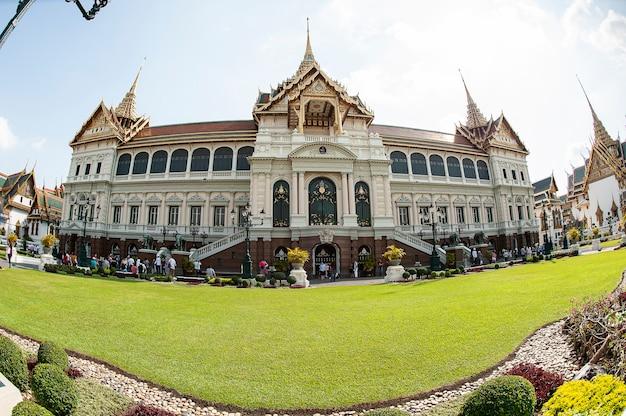Wielki pałac lub świątynia wat phra kaew szmaragdowego buddy, bangkok, tajlandia 2012