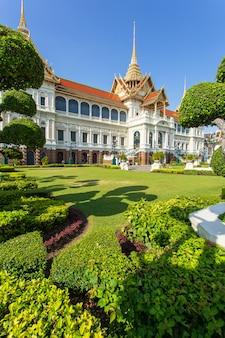 Wielki pałac, wat pra kaew z niebieskim niebem, bangkok, tajlandia