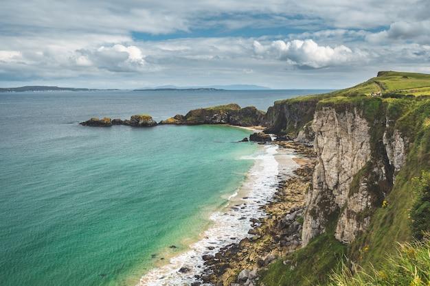 Wielki północny wybrzeża irlandii wybrzeża natura krajobraz