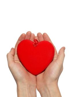 Wielkie serce walentynkowe w ręce.