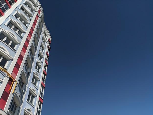 Wielobarwne elewacje budynku