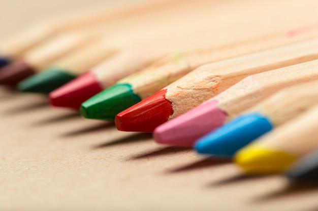Wielobarwne ołówki