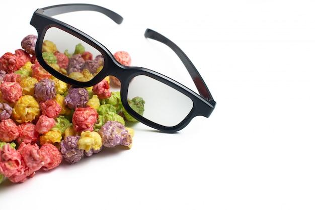 Wielobarwny popcorn o smaku owocowym z kinowymi okularami 3d
