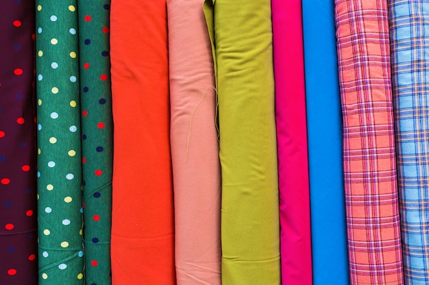 Wielokolorowa tkanina z rzędu. kolorowe tkaniny tekstury tła