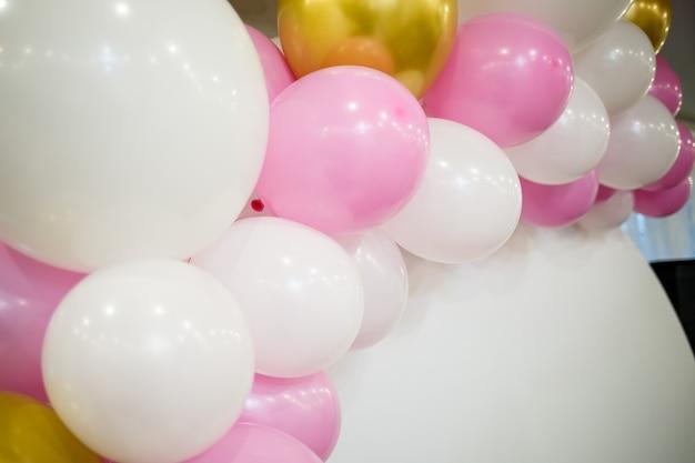 Wielokolorowe balony na wesołe wakacje