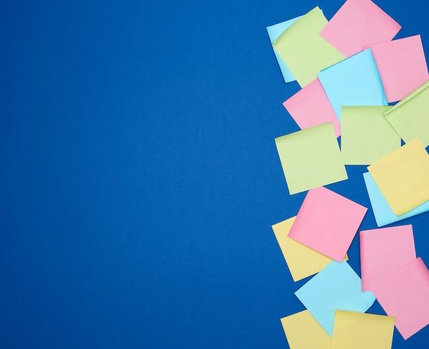 Wielokolorowe nalepki z czystego papieru w różnych kolorach