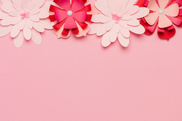 Wielokolorowe papierowe wiosenne kwiaty