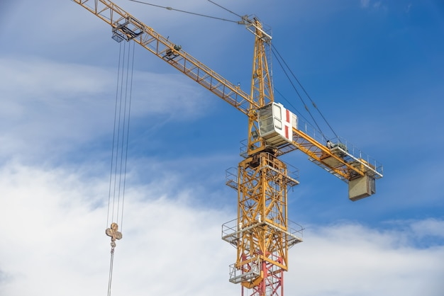 Wielokondygnacyjna obudowa w budowie i dźwigi budowlane