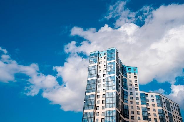 Wielopiętrowe nowoczesne budynki mieszkalne premium zdjęcia