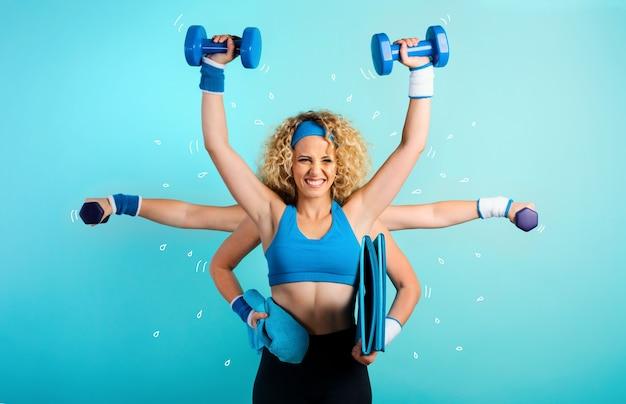 Wielozadaniowość dziewczyna na siłowni. pojęcie zmęczenia i stresu