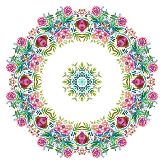 Wieniec kwiatowy z kolorowymi wiosenno-letnimi kwiatami i zielonymi liśćmi.