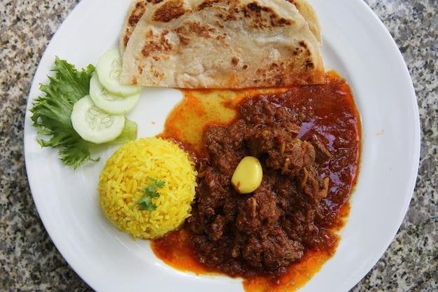 Wieprzowina curry z ryżem, curry hinlay