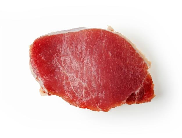 Wieprzowina z czerwonego mięsa na białym tle