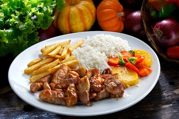 Wieprzowina z ryżem i ziemniakami