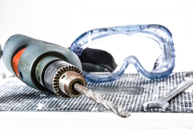 Wiertła i okulary robocze