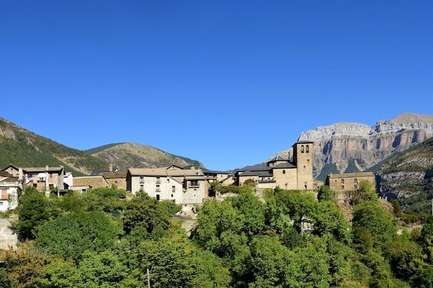 Wieś torla, ordesa i monte perdido, park narodowy, prowincja huesca, aragonia, hiszpania