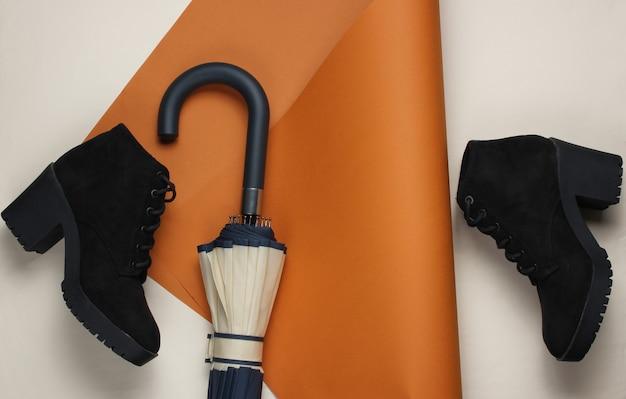 Wieszak na parasol, buty na złożonym papierze