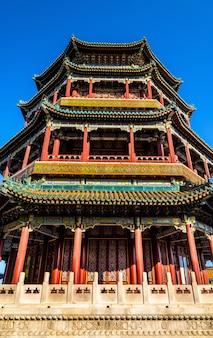 Wieża buddyjskiego kadzidła w pałacu letnim - pekin, chiny