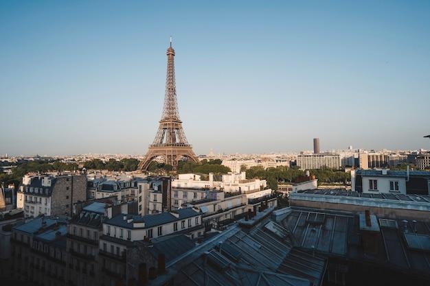 Wieża eiffla na polach marsowych w paryżu, francja