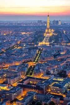 Wieża eiffla paryż zmierzch