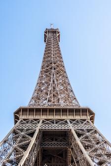 Wieża eiffla rano