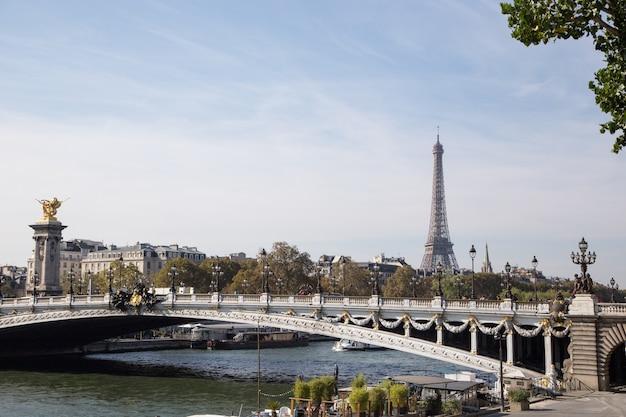 Wieża eiffla, symbol paryża, francja.