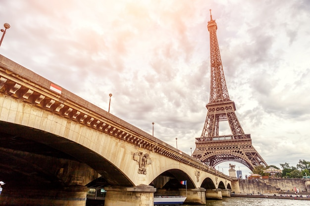 Wieża eiffla w paryżu w europie