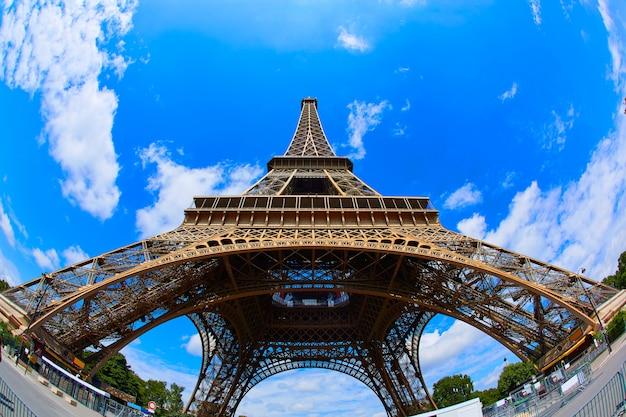 Wieża eiffla w paryżu we francji